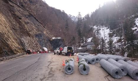 Travaux de confortement par grillages plaqués route Gourette - Conseil Général 64 – hiver 2015